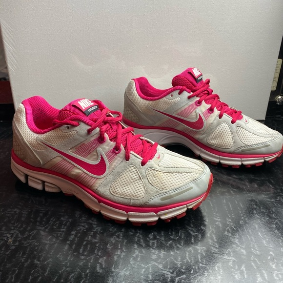 Nike Shoes   Pegasus 28 Womens Size 9